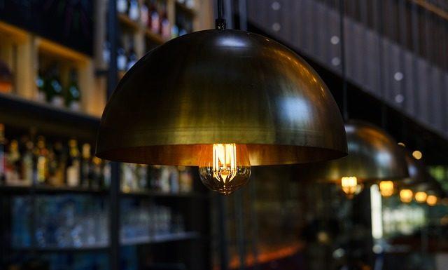 Lampa sufitowa czy żyrandol?